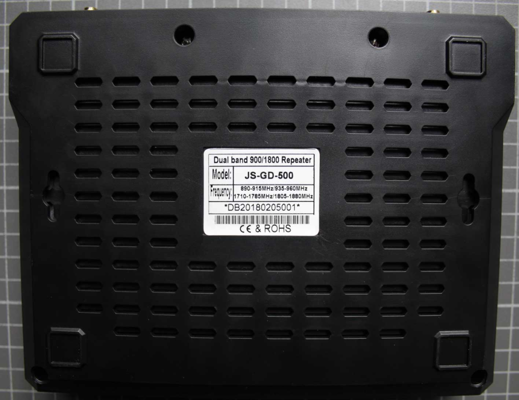 Non-compliant Dual Band repeater view from bottom