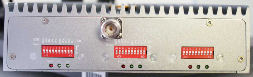 Non-compliant GSM/DCS/3G repeater side view